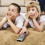 Разрешать ли ребенку смотреть мультики и сколько?